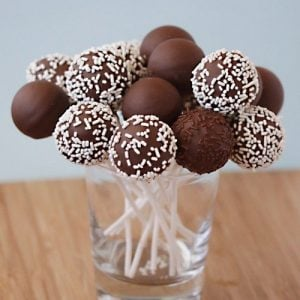 Vanilla Cake Pops With The Babycakes Cake Pop Maker