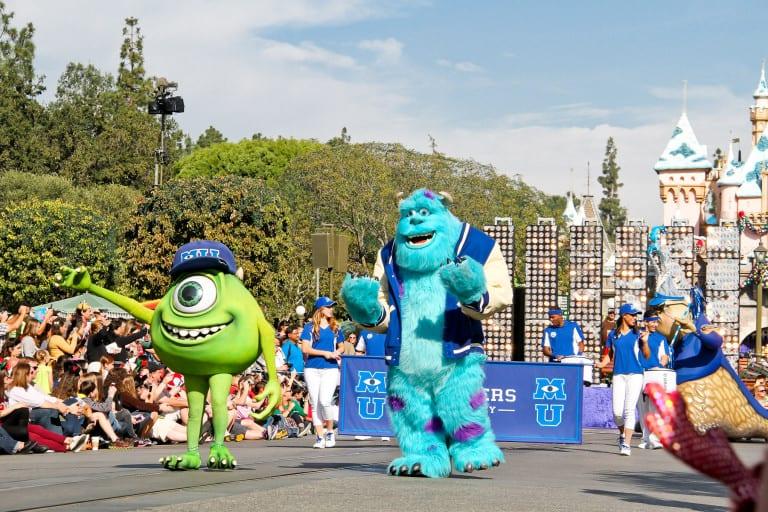 Disneyland Christmas Day Parade Taping 2013   Autos Post