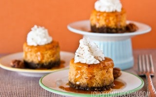 Mini Pumpkin Cheesecakes With Gingersnap Crust