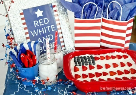 Setting a 4th Of July Table