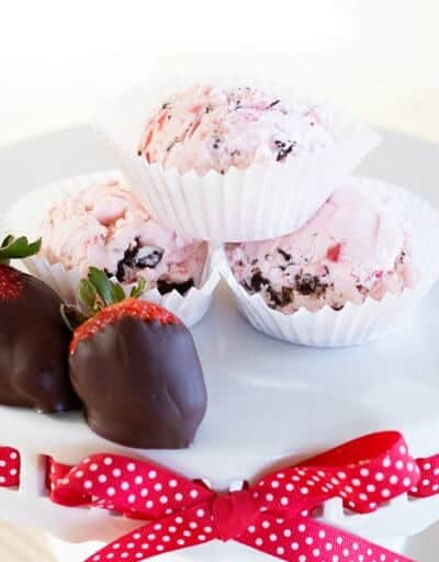 Strawberry With Dark Chocolate Ice Cream