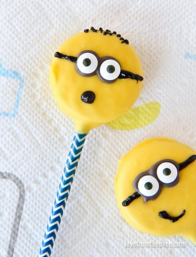 Minion Cookie Pops