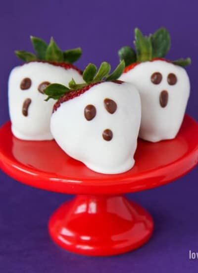 Easy Strawberry Ghosts for Halloween