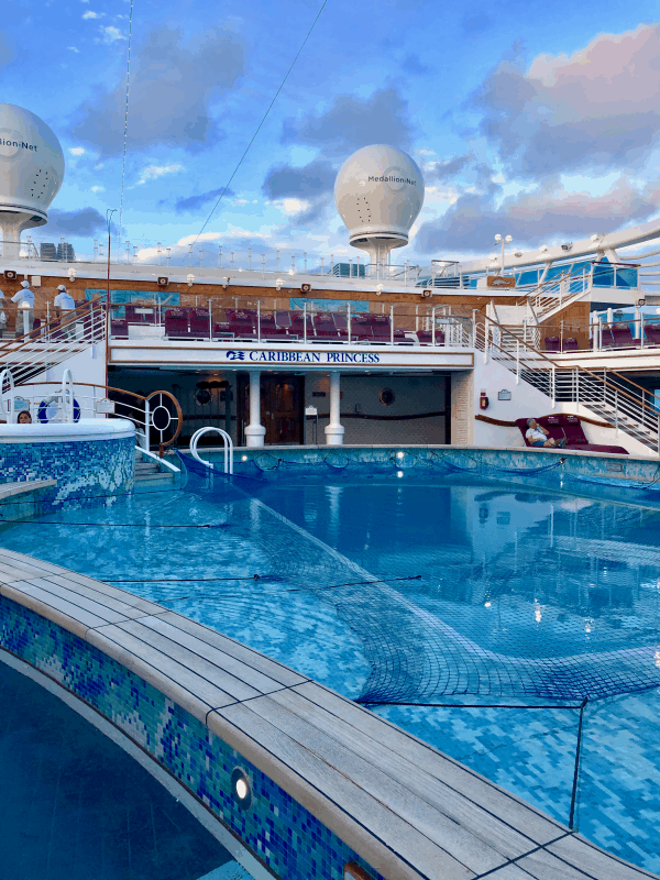 Photo of a blue swimming pool and blue sky on the Caribbean Princess cruise ship