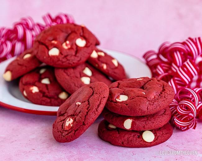 Multiple red velvet cookies