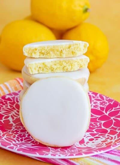 Several lemon cookies
