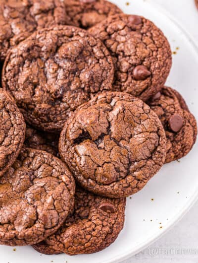 A plate full of brownie cookies