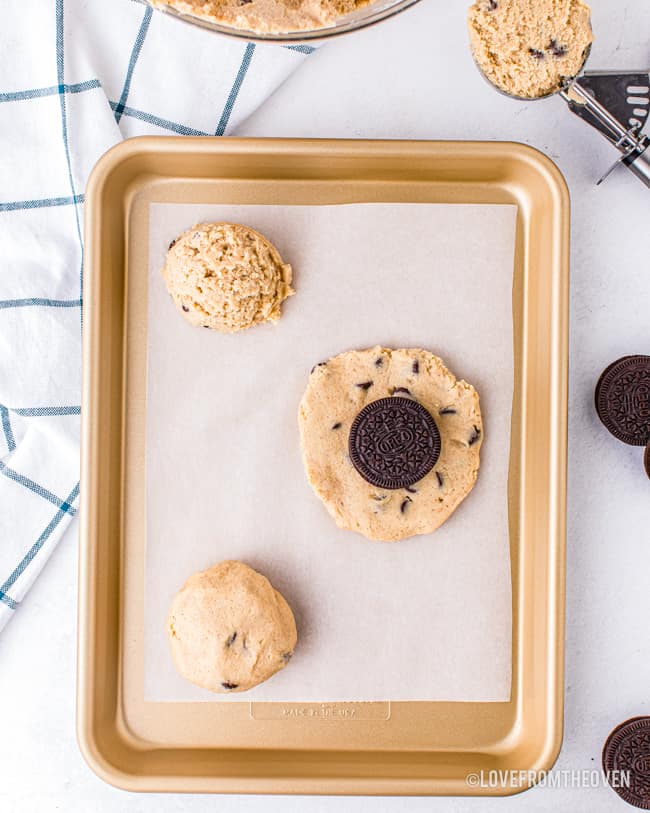 Photos showing how to put Oreos into chocolate chip cookies