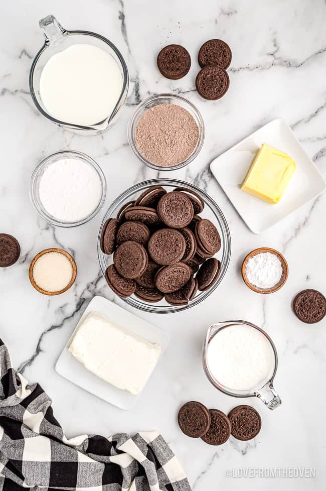 the ingredients to make an oreo dirt cake