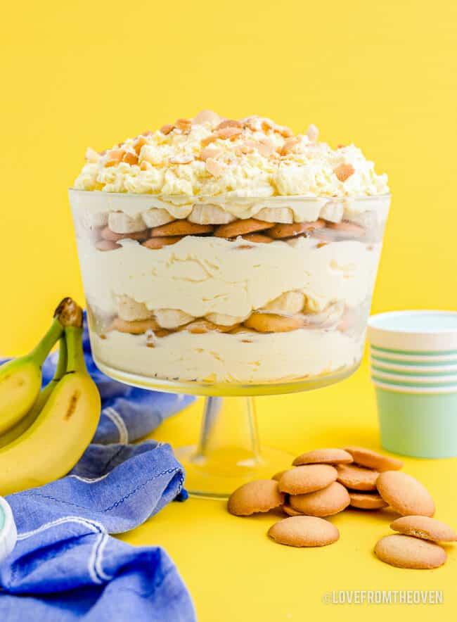 A glass bowl of banana pudding.