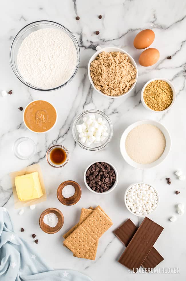 ingredients for a smores cookie recipe.