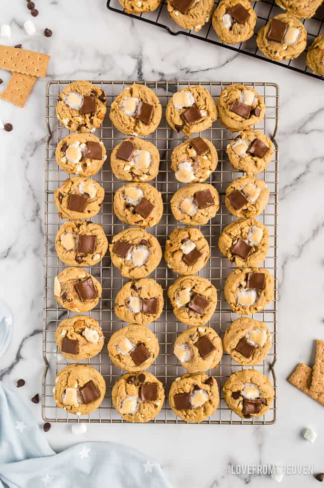Cookies with marshmallows on a cooking wire rack.