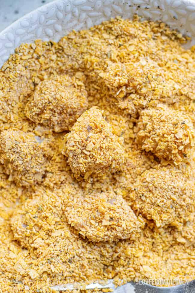Popcorn chicken in breading