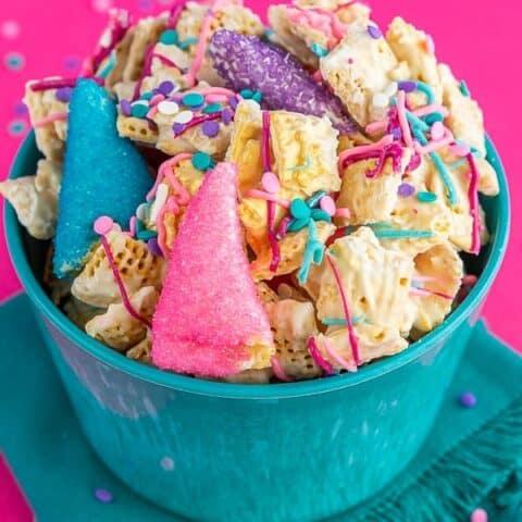 A bowl of unicorn chex mix.